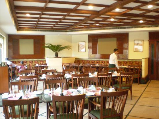 Country Inn & Suites By Carlson, Vaishno: The Restaurant