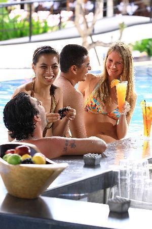 ذا بريزيز بالي ريزورت آند سبا: Pool Bar