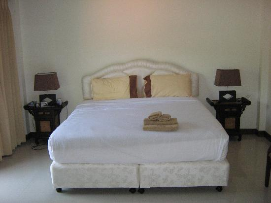 Thai Elephant Guesthouse: Bed1