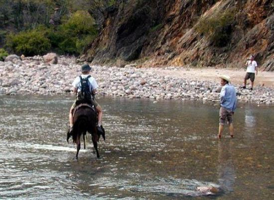 Chihuahua, Mexico: Getting a lift across the tortuous river