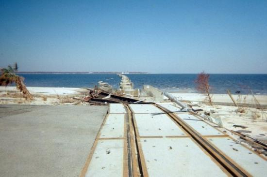 Hattiesburg, Миссисипи: This railraod track USED to run all the way across the bay.