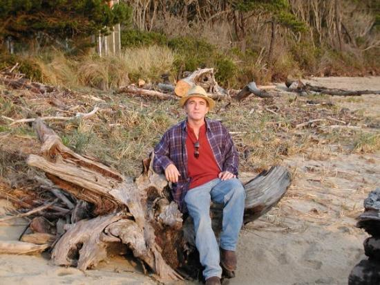 Florence, OR: Thomas on a great piece of driftwood with faces