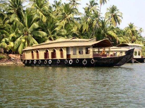 houseboat ..... tarkarli(malvan)