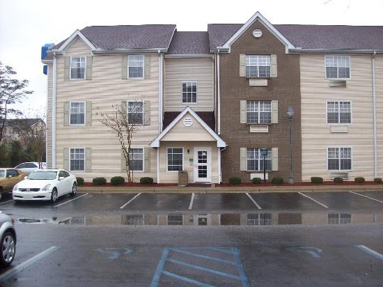 Home-Towne Suites of Montgomery: Exterior - Car park