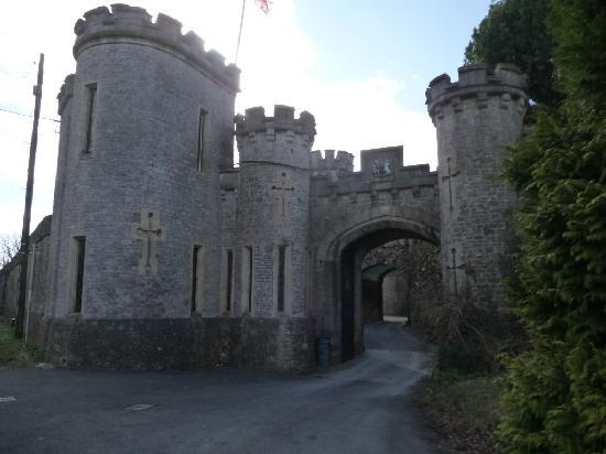 Banwell Castle: Arrival