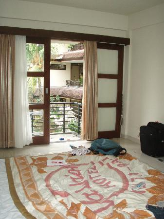 great room with balcony