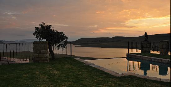 Wild Horses Lodge: Sunrise...