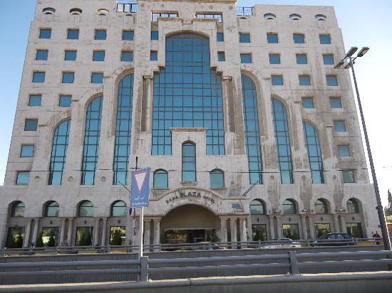 Dana Plaza Hotel: Edificio sucio y triste