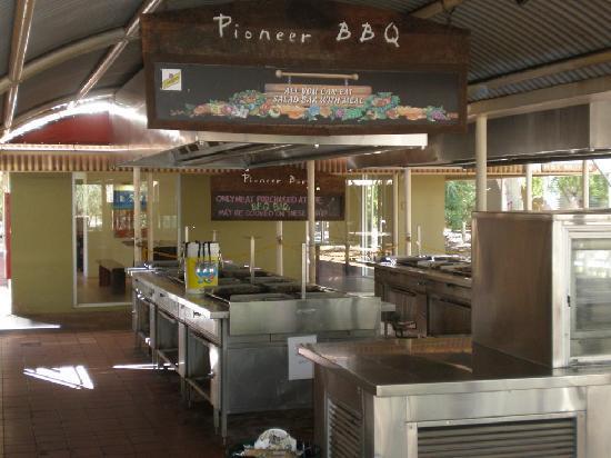 Outback Pioneer Hotel & Lodge, Ayers Rock Resort: Pioneer BBQ