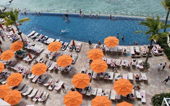 Sheraton Waikiki: pool view from room