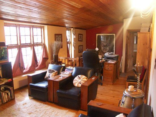 The Suntouched Inn Travellers Lodge: Guest lounge