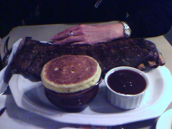 Roscoe's: Look at those ribs!