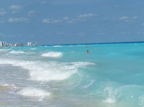 Marriott Cancun Resort: Loved the waves