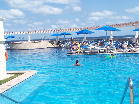 Marriott Cancun Resort: The pool