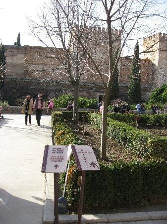 Alhambra: Straight ahead? Oh no it's not!
