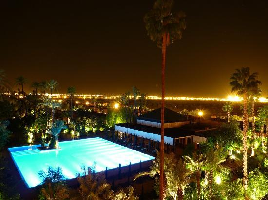 Piscine la nuit photo de la mamounia marrakech for Piscine eclairee la nuit