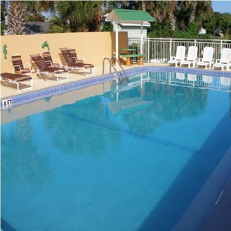 Scottish Inns & Suites: pool