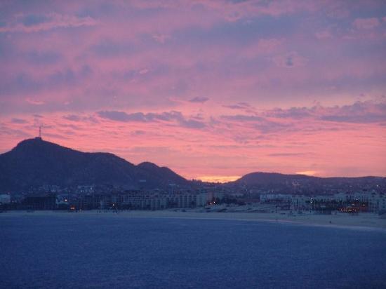 Marina Sol Resort: Sunset on the Beach