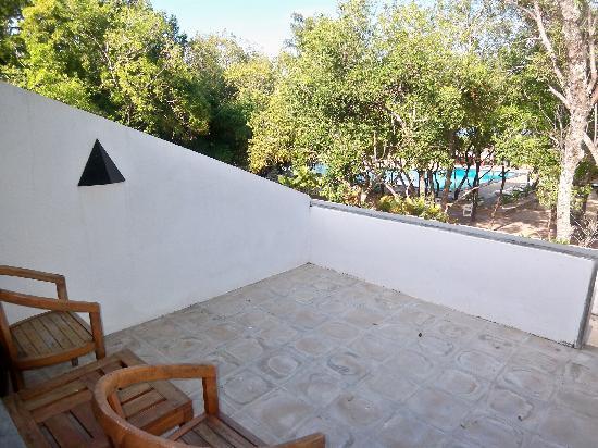 Nilaveli Beach Hotel: Private balcony
