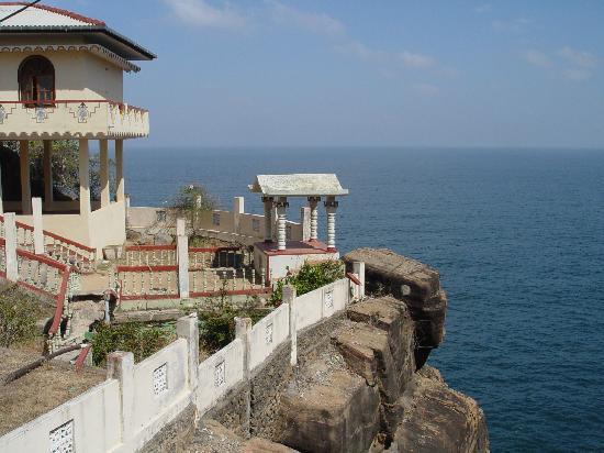 Nilaveli Beach Hotel: Swami Rock, Trincomalee