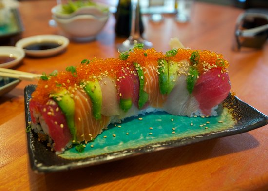 makawao sushi & deli: rainbow roll...what a meal !!!