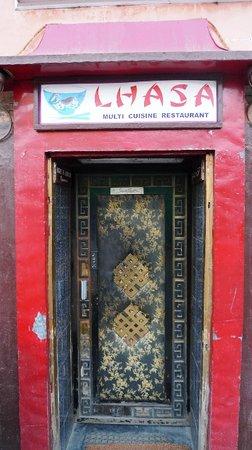 Lhasa Restaurant: The door of the restaurant