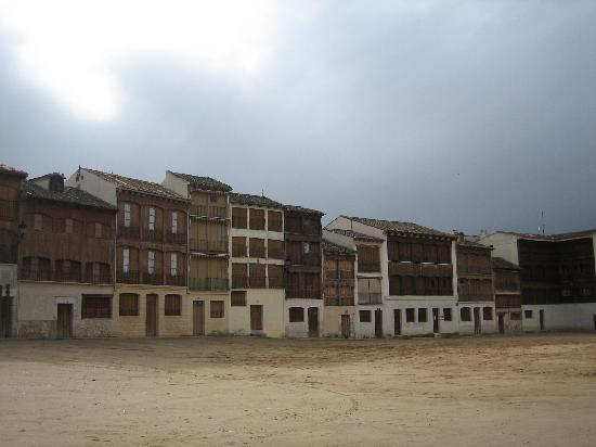 Hotel Ribera de Duero: Plaza en Peñafiel