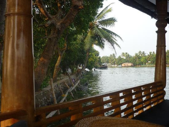 Gowri Residence: vue du bateau