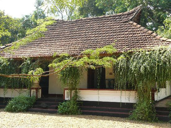 Chambres mitoyennes dans le jardin picture of tharavadu Old home renovation in kerala
