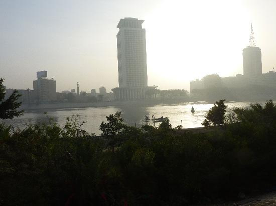 Kairo, Egypt: Old meets new: Fishermen on the Nile