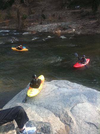 Chimney Rock, Kuzey Carolina: Lots of kayakers!