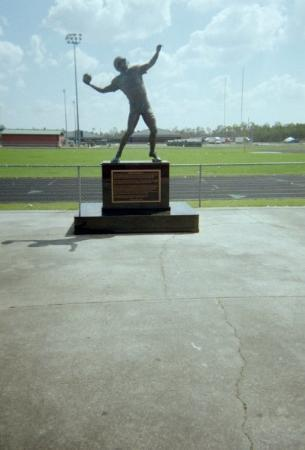 Hattiesburg, MS: Statue of Favre at Hancock County H.S.