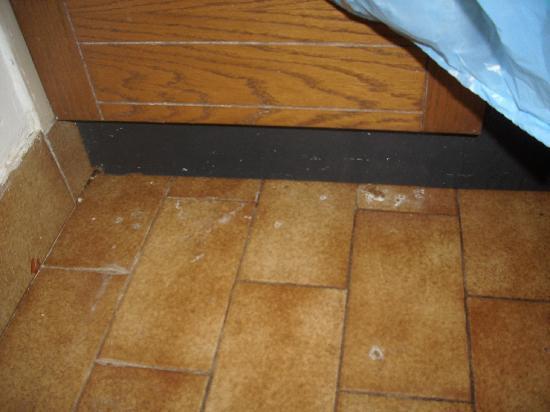 Apartmani Medena: muffa negli angoli della cucina
