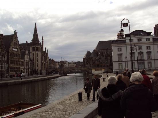 กราสเลและโคเรนไล: View from the Korenlei, Ghent
