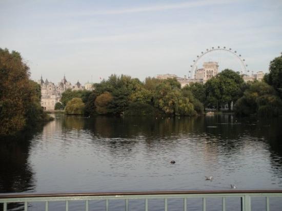 St. James' Park: London skyline from St. James Park