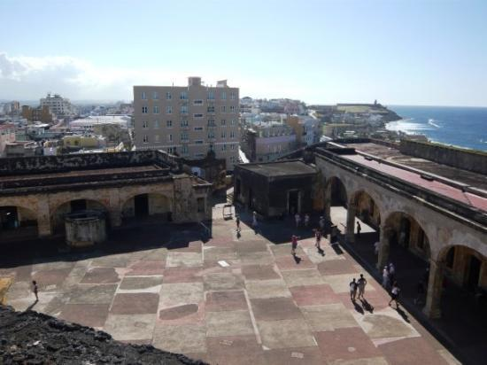 Old San Juan: San Cristobal, view of the common area.