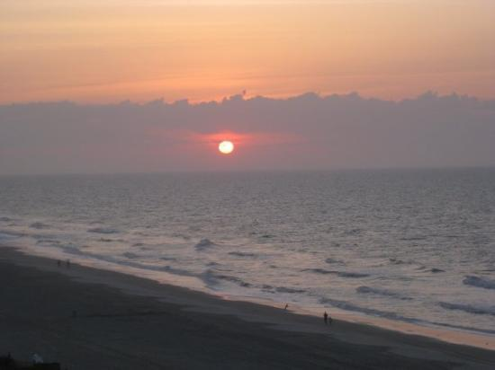 Oooo sunrise on Myrtle Beach... gorgeous, and I missed it... so I stole these pics from Hil :)