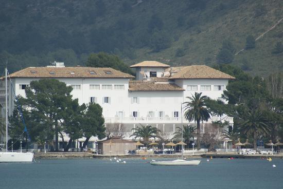 Hotel Illa d'Or: Hotel seen from Marina/Sea