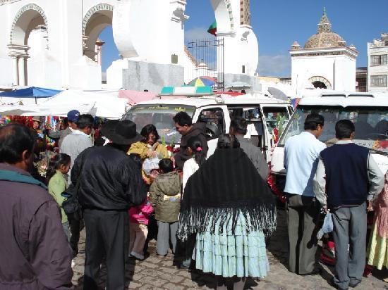 Hostal Ambassador: Satturday car ceremony