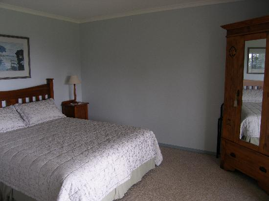 Pines on the Plateau: Pine Lodge bedroom