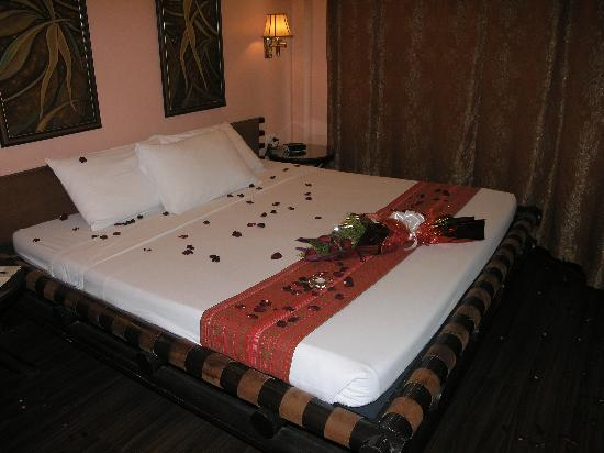 Best Western Hotel La Corona Manila Honeymoon Suite Rose Petals Roses