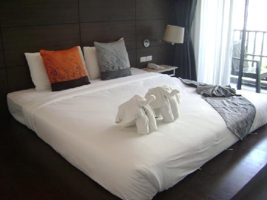 Aree Tara Resort: The bed with extra bedframe