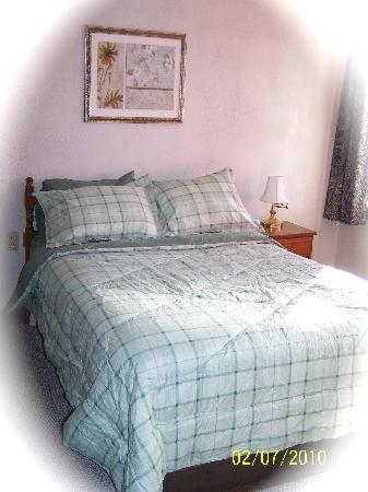 Farmington, ME: Renovated in Nov 2009, we have new bedding and pillows for your comfort.