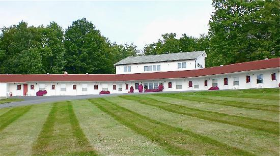 Farmington, ME: Conveniently located on US Route 4, just minutes from UMF, Franklin Memorial Hospital, and withi