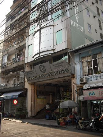 Hoang Gia Huy Hotel: Front of motel