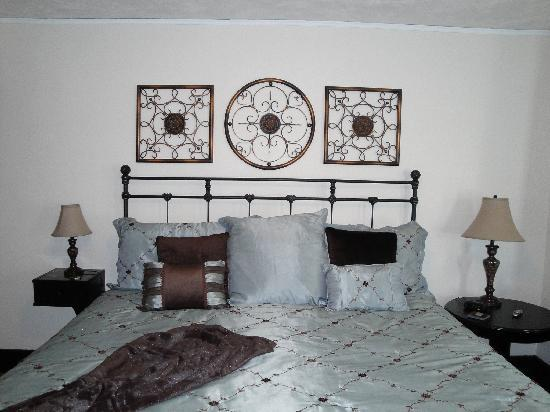 East Bay Bed & Breakfast: Bed and linens
