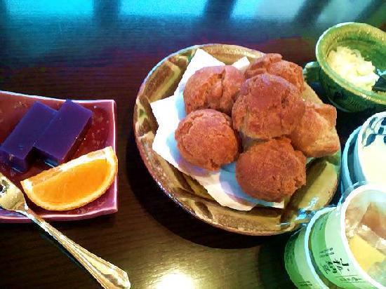 Hotel Nikko Alivila Yomitan Resort Okinawa: 揚げたてのサーターアンダギーはサクサク。