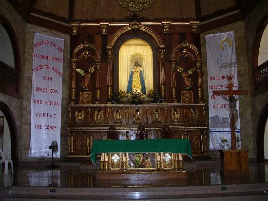 Tuguegarao City, Philippinen: The main altar where Our Lady of Pia is veneratedt