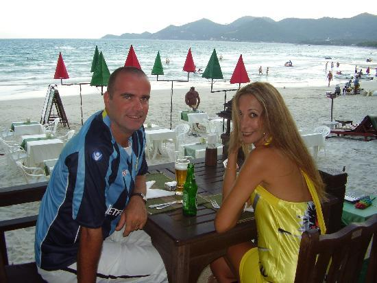 Baan Chaweng Beach Resort & Spa: Dinner at the hotel restaurant on the beach