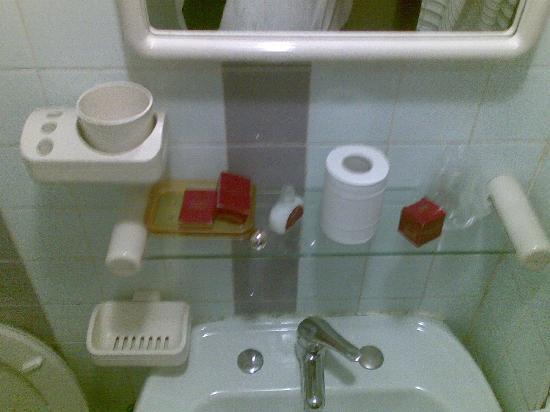 Hotel Fiorella: lavandino senza prese di corrente